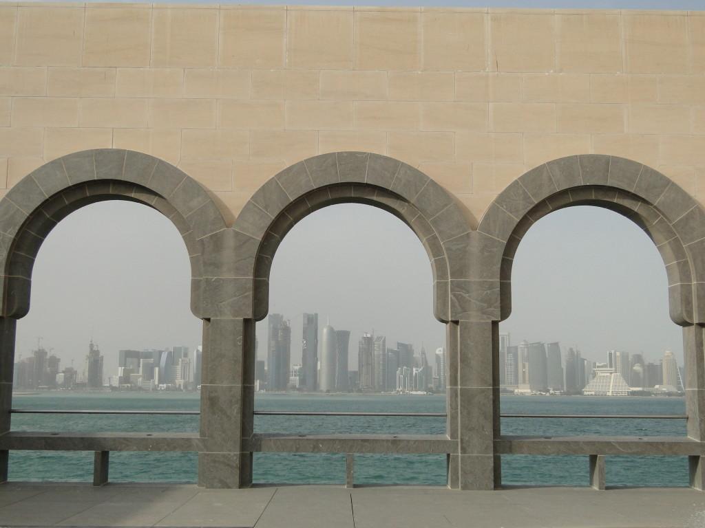 Vistas del Skyline de la ciudad de Doha desde el Museo de Arte Islámico