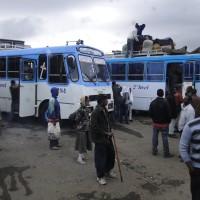 Estación de autobuses en Addis Abeba, Etiopía, África