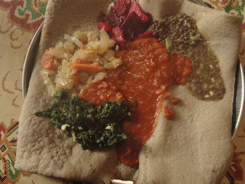 Injera vegetal (plato típico)