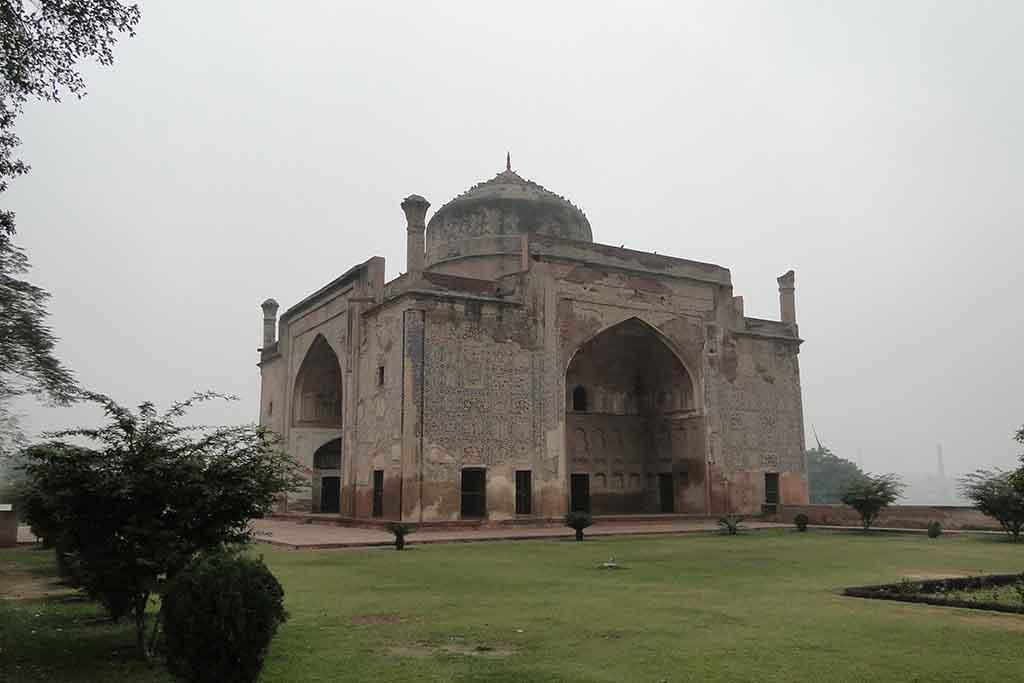 Chini-Ka-Rauza, Agra, India