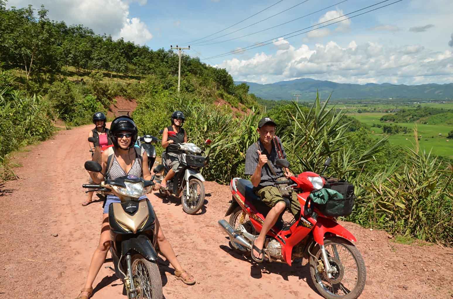 En moto por Luang Namtha