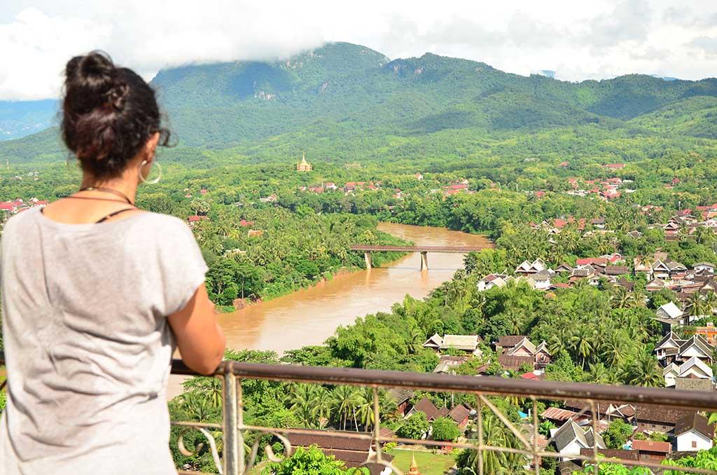 Vistas de la ciudad de Luang Prabang desde el That Chomsi