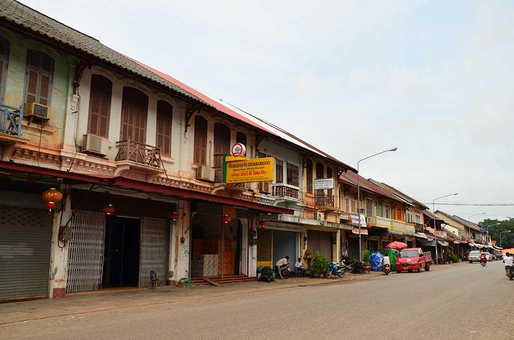 Calle principal en Tha Khaek