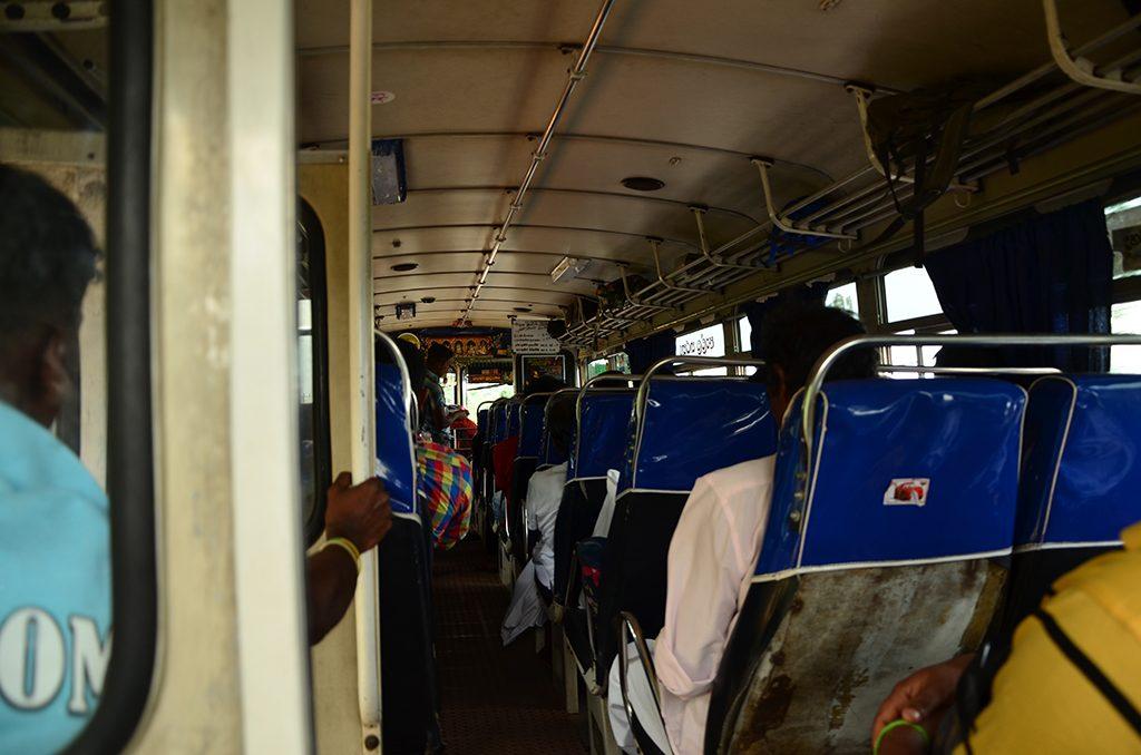 Bus a Anuradhapura