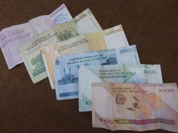 Billetes en Irán