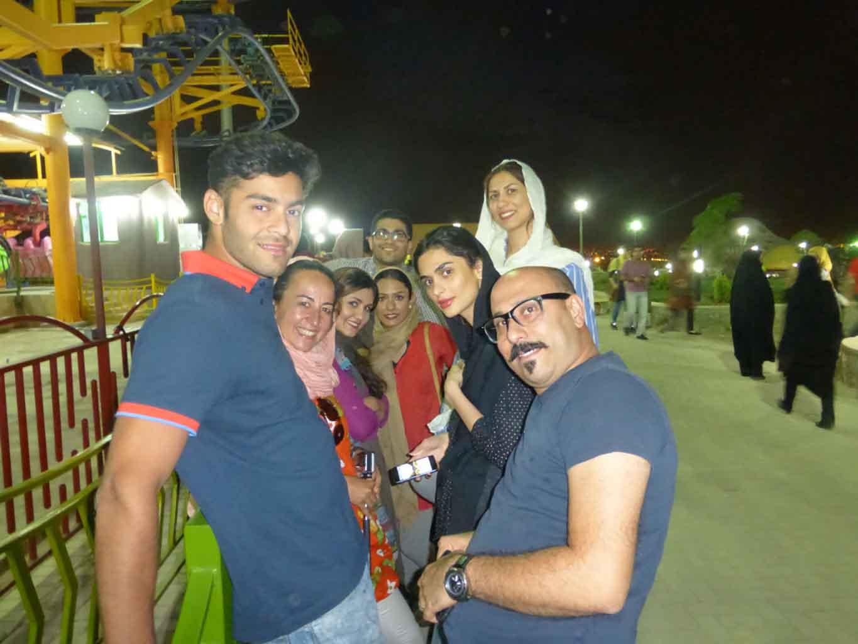 En Isfahan, en el parque de atracciones con unos amigos.