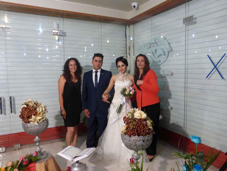 """Posando con los novios en la """"boda oficial"""""""