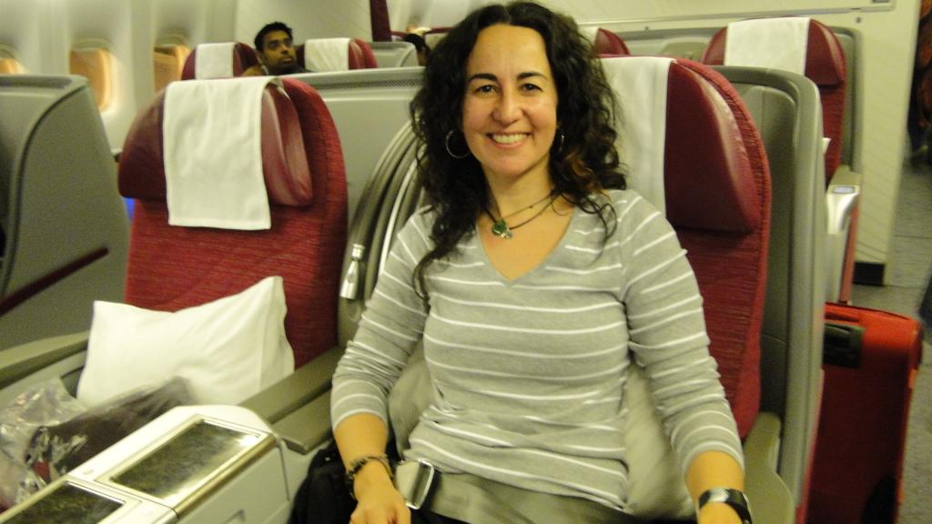 Volando en primera clase de Doha a Delhi
