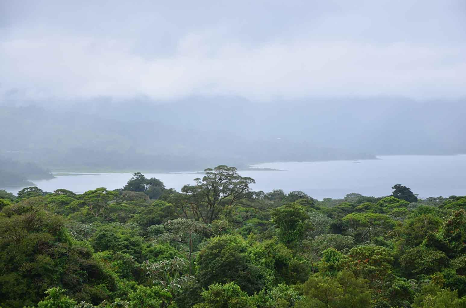 Parte de las vistas al Lago Arenal desde el mirador