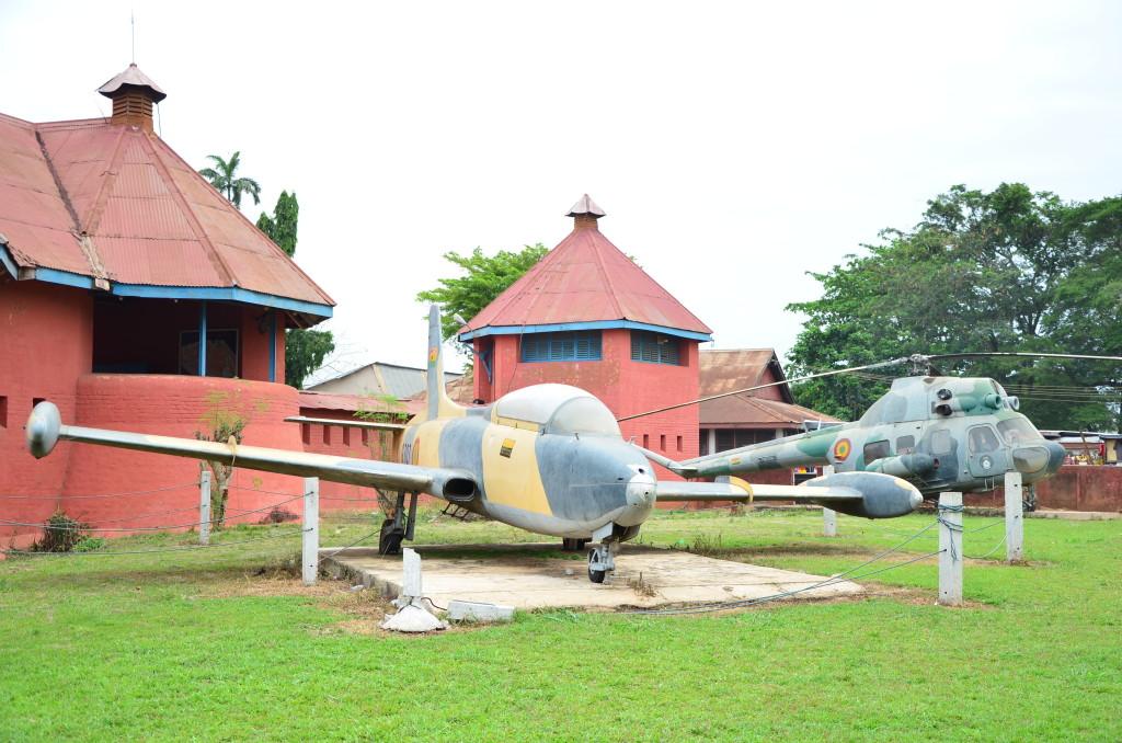 Exterior del Museo de la Armada, Kumasi