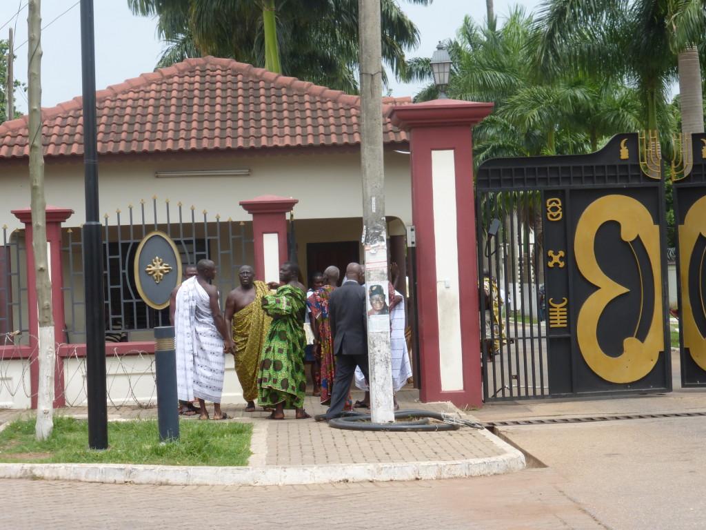 Entrada del palacio del rey ashanti, Kumasi