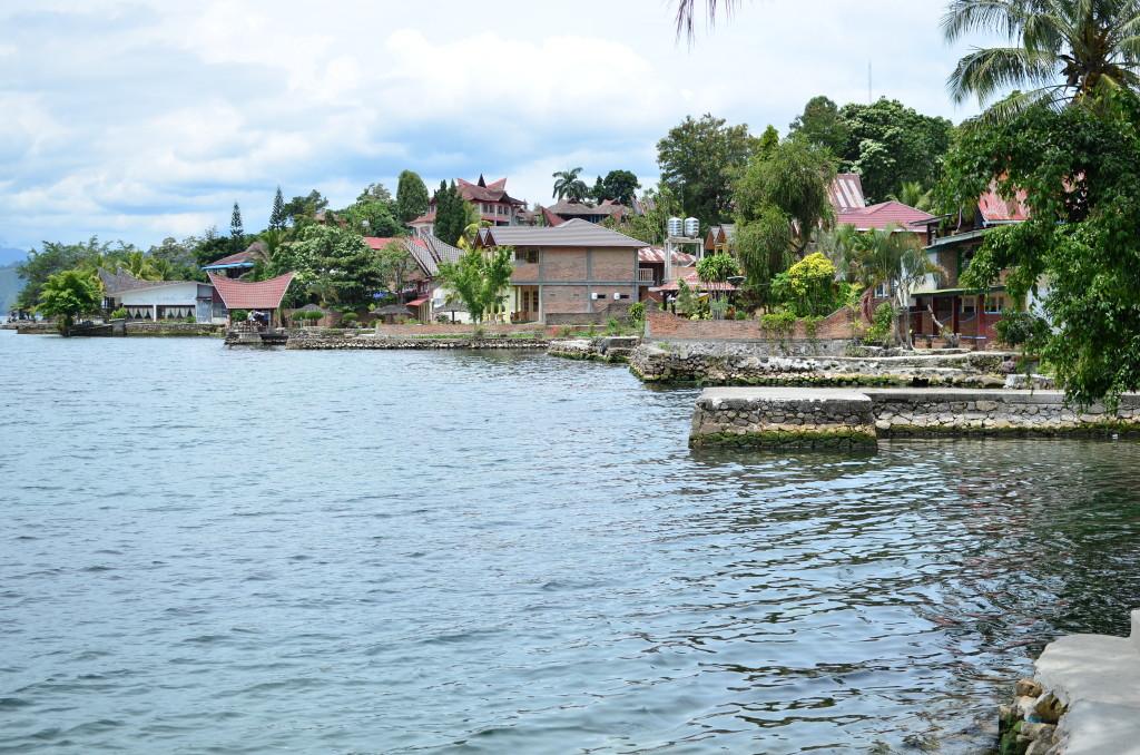 Desde la terraza del hotel, que también sirve de puerto donde atracan los ferrys para recogerte.