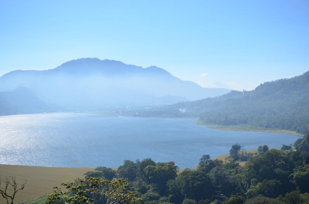 Vistas del Lago Buyan, cerca de Munduk