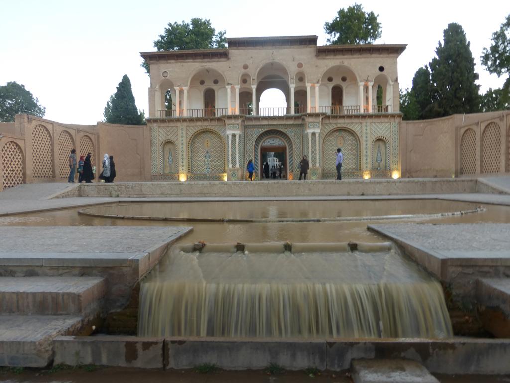 Puerta de acceso al Jardín Shazdeh