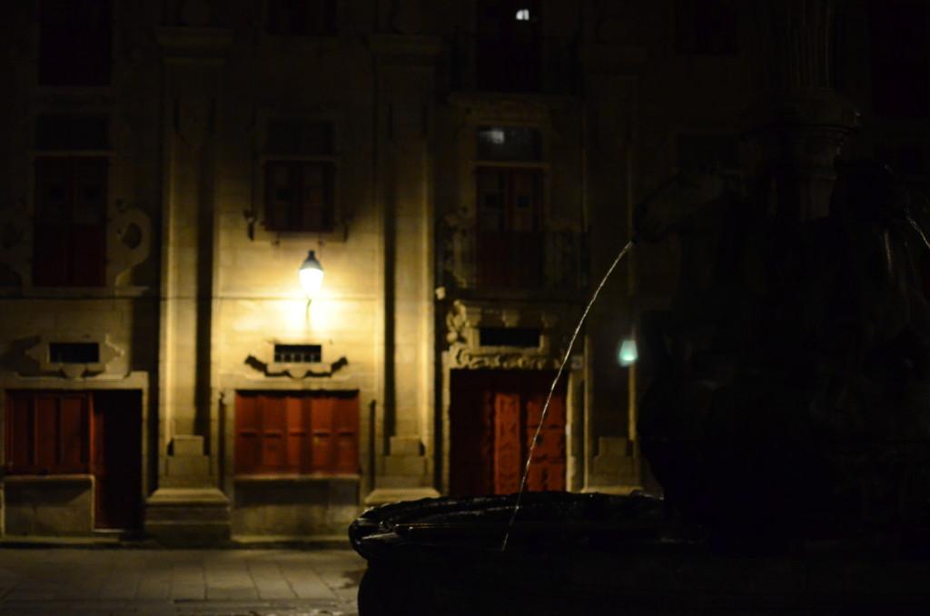 Rincones tranquilos que nos ofrece la noche en Santiago.