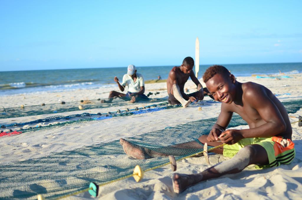 Pescadores en la playa de Morondava