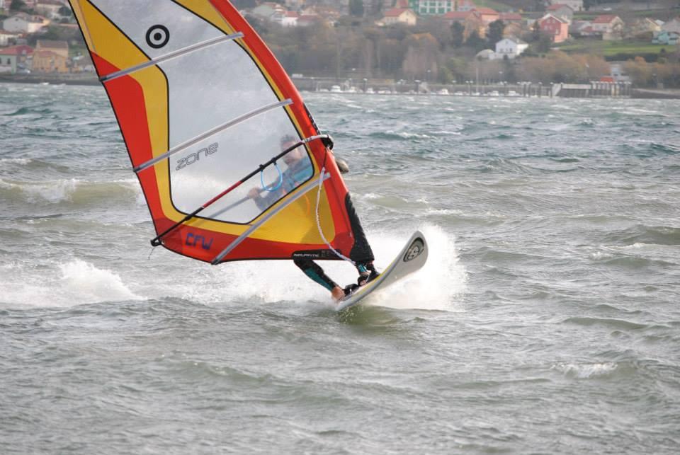 Windsur en la Ría de Ferrol. Fotografía cortesía de Luis María Taboada