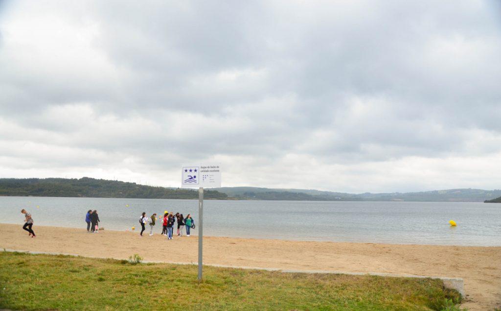 La playa del Lago de As Pontes, destino de ocio para todos