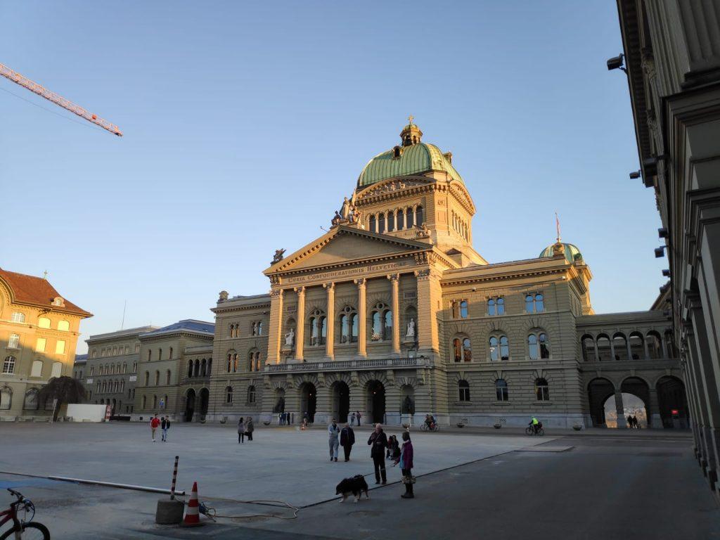 Fachada del Parlamento de Berna.