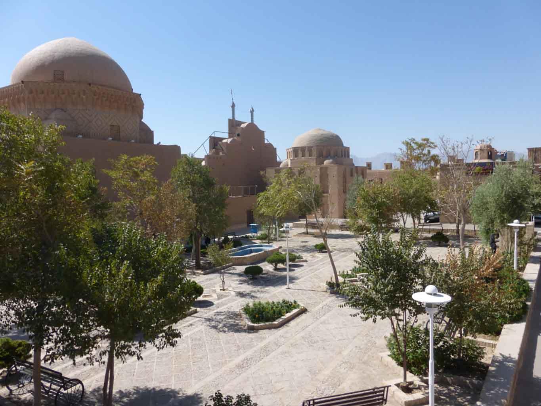 Vistas de la Cárcel de Alejandro y la Mezquita de los Doce Imanes en Yazd