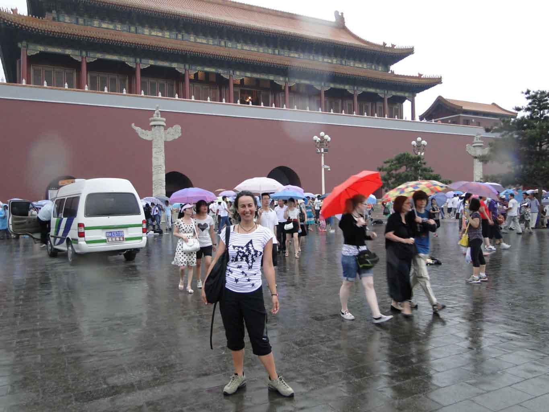 En la entrada de la Ciudad Prohibida, Beijing, antes de decidir ir a recuperar nuestro dinero