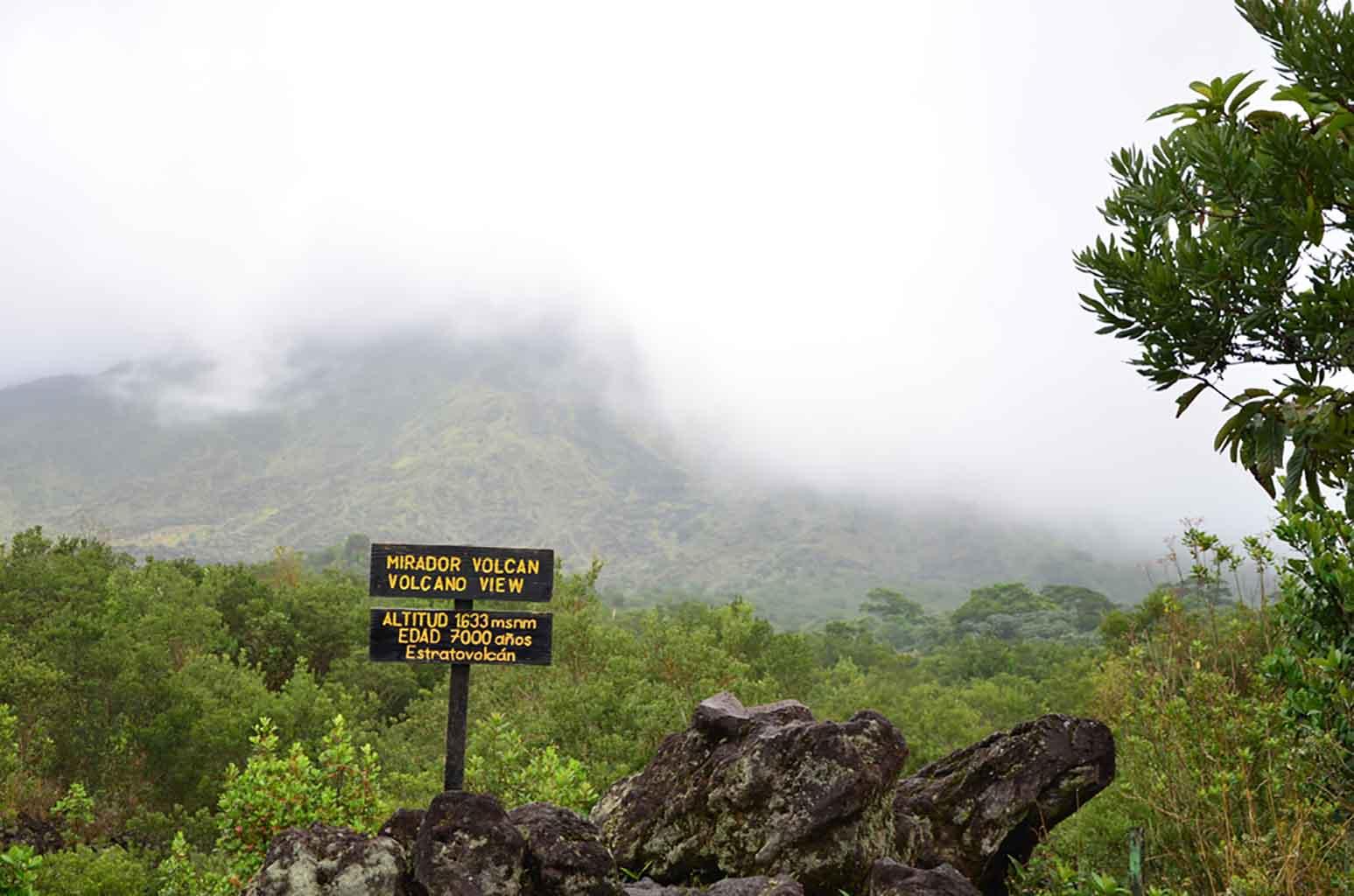 Mirador del Volcán Arenal, nosotros nos lo tuvimos que imaginar... :)