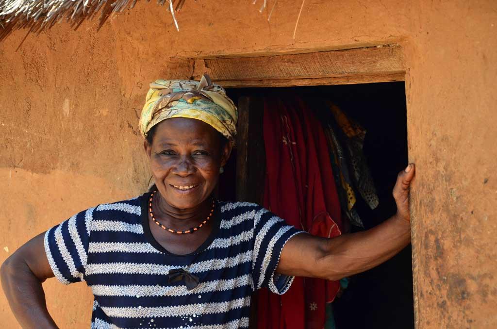 La encantadora mujer que ha preparado una habitación para los huéspedes