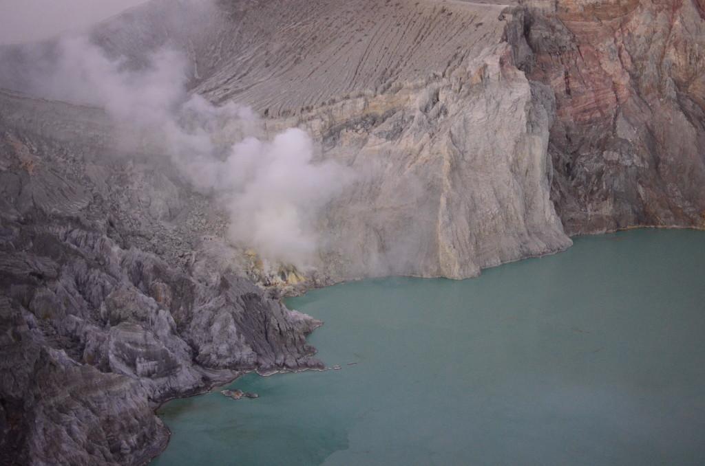 Zona de extracción de azufre del Volcán Ijen
