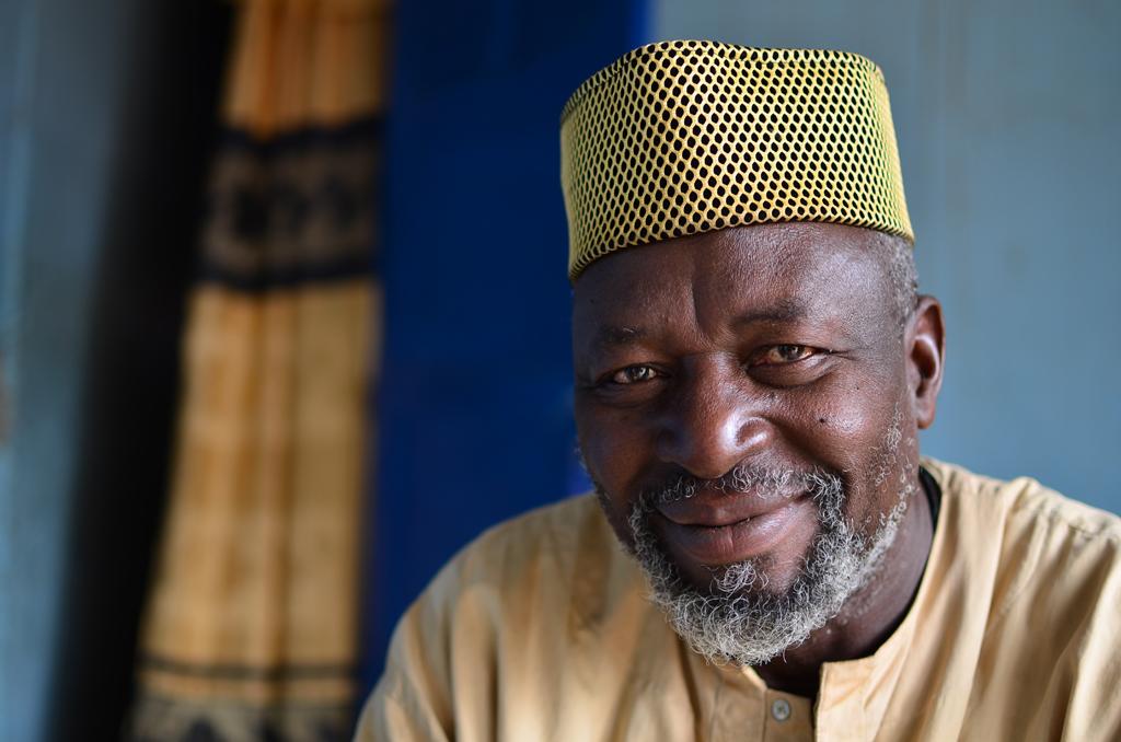 El jefe del pueblo de Faoye, Senegal