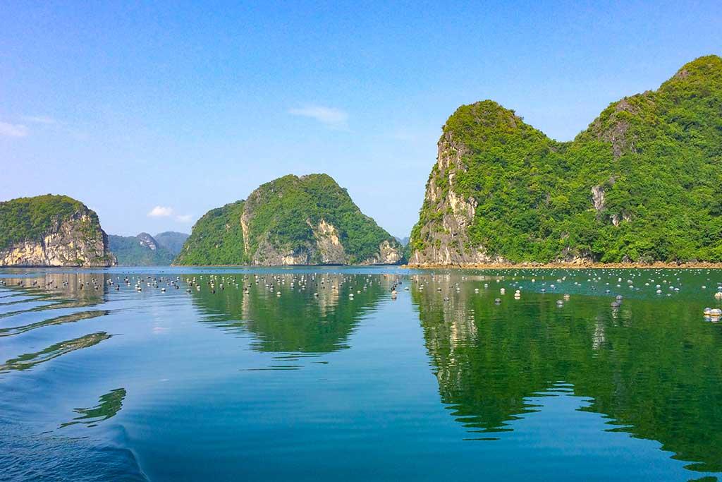 Navegación por la Bahía de Halong
